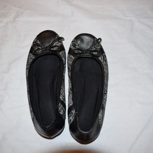 Black flats with white pattern & bow size 6.5